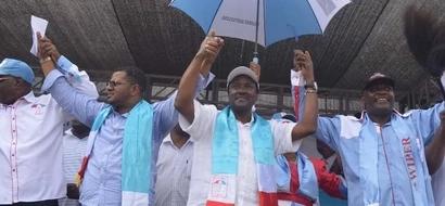 Rafiki 200 'wamsaliti' Uhuru Kenyatta na kujiunga na Kalonzo Musyoka