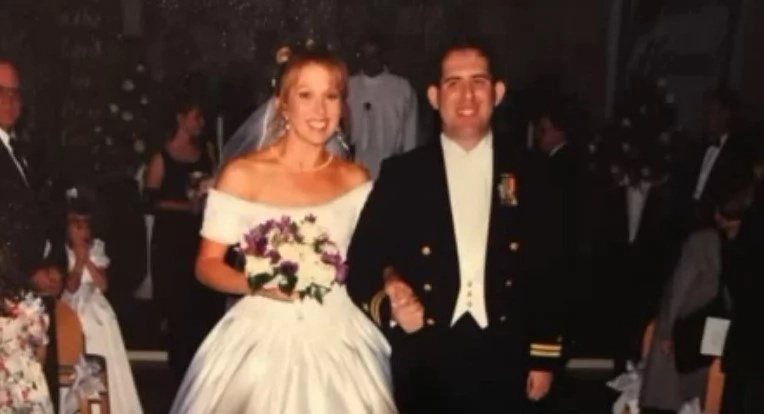 Man gives sick wife own KIDNEY for 20th wedding anniversary to save her life