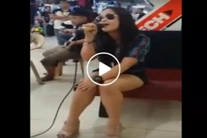 This woman singing in a mall surprised everyone with her powerful rendition of this epic song...napalingon talaga yung mga tao!