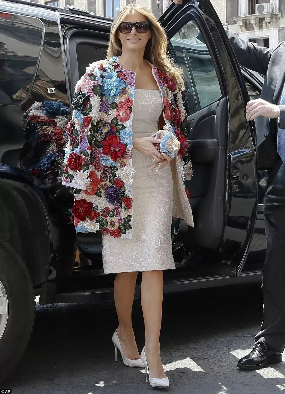 Melania Trump steps out in Ksh5.1 MILLION floral jacket