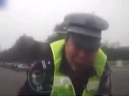 Intoxicated Driver Drags CHINESE COP On Bonnet (Video)