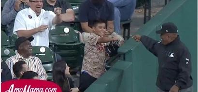 El árbitro privó al niño de su alegría. El estadio entero estaba furioso...