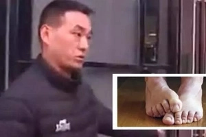 Furious husband determined to divorce wife whose smelly feet he can no longer take