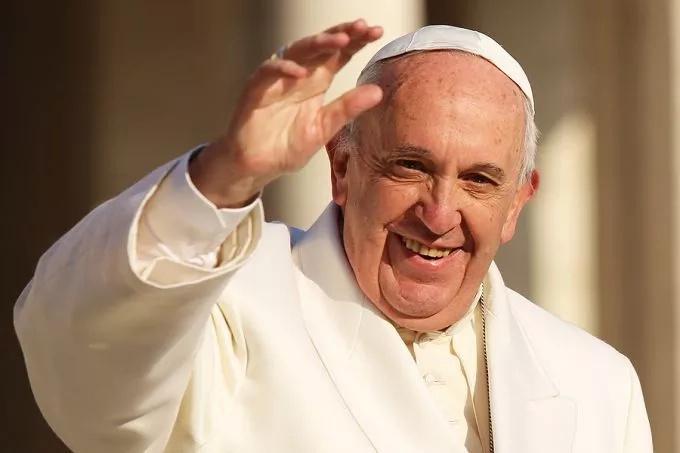 Pope avoids personla comments about Trump