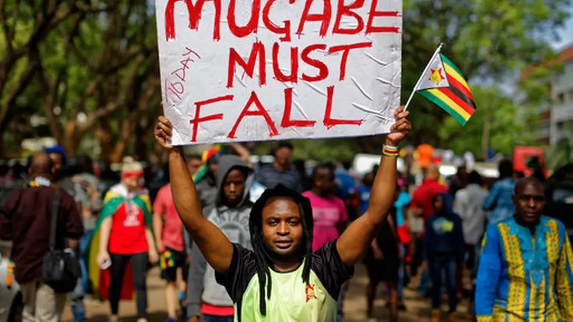 Sitang'atuka madarakani! Ishara za makabiliano baada Mugabe kukataa kuondoka madarakani