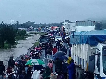Passengers survive as flood sweep off bus along Nairobi-Mombasa road