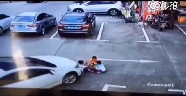 Сhinese woman distracted by phone runs over 3 kids