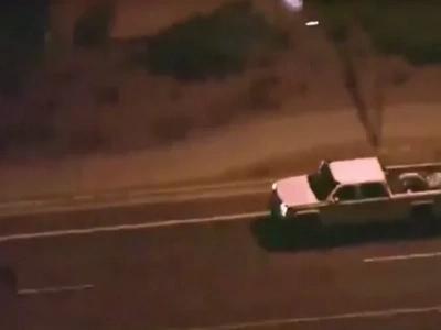 La policía lo perseguía pero decidió que era hora de parar y comer hamburguesas