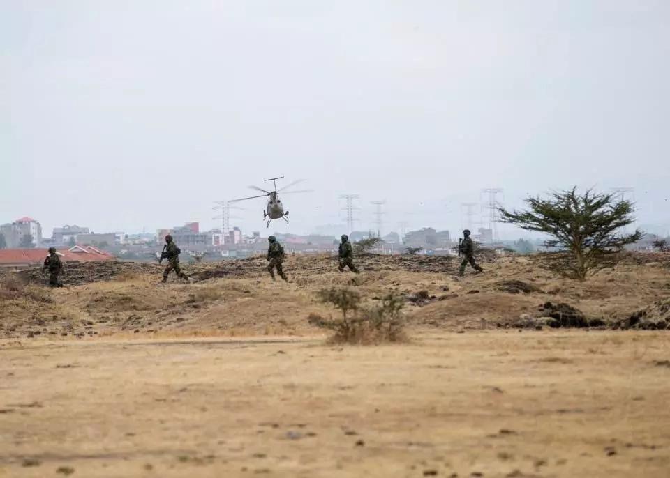 Uhuru Kenyatta witnesses joint military training at Embakasi