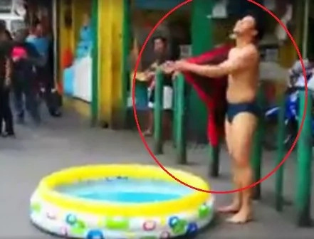 Pinoy shows off swimming skills in public