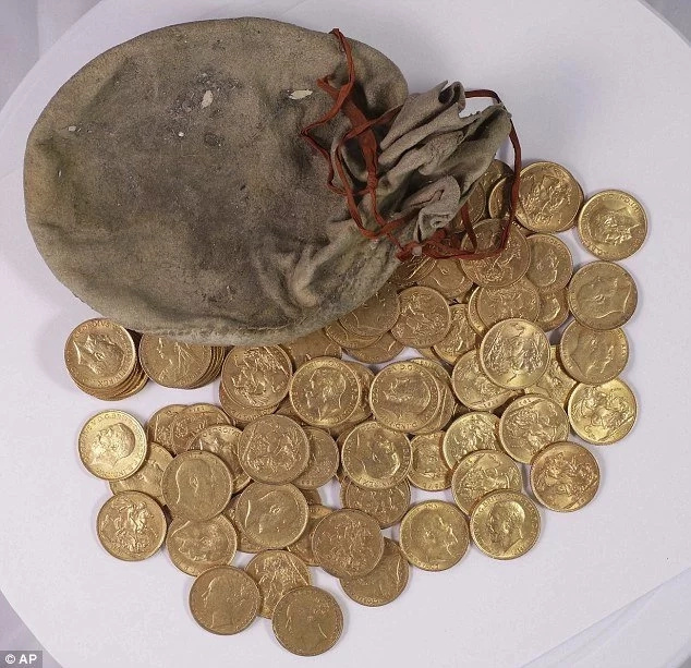 Piano technicians discover CENTURY old stash of gold each worth Ksh 24,800 inside the instrument