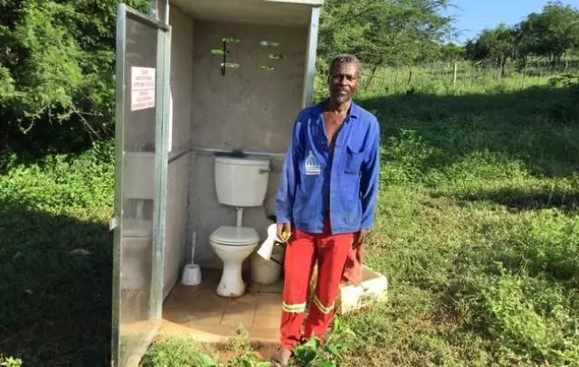 Hallelujah! See new village toilet that got President Jacob Zuma really excited (photo)