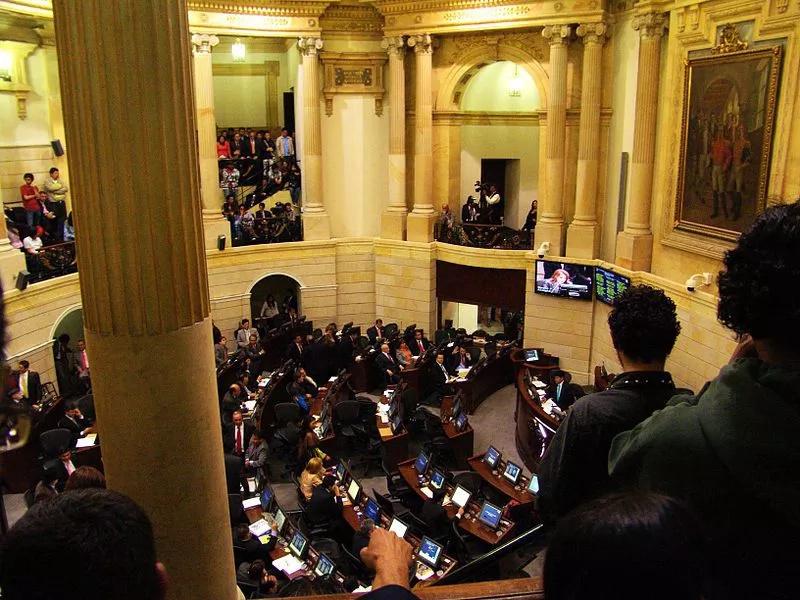Ley devolverá el pago de horas extras a los colombianos