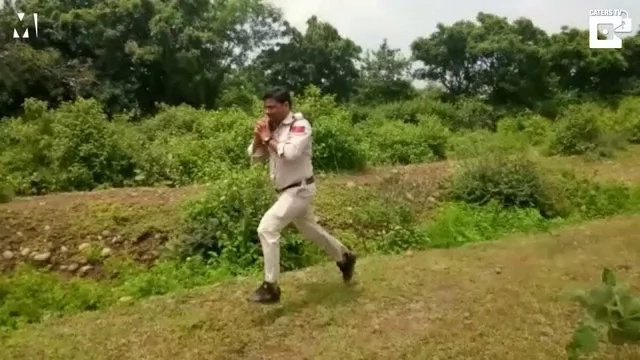 Indian cop runs with bomb on shoulder, saves kids