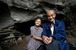 See the photos of the couple who lived in a cave for 54 years