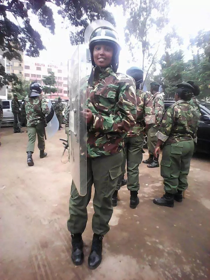 Kenyans on social media drool over hot kenyan policewoman