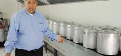 Pastor who cooks 1,500 liters of soup daily to feed 6,000 people in trouble for his KINDNESS