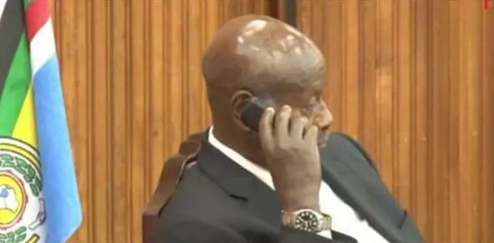 See the phone that Yoweri Museveni uses
