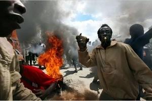 TENSION as Mathare gang invades Mlango Kubwa (video)