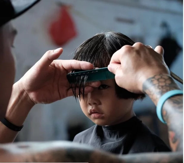 Fil-Am hairstylist gives free haircuts to homeless people