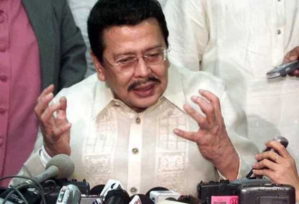 Erap defends Duterte's catcalling