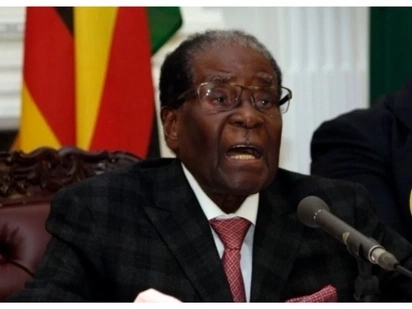 Zanu-PF threatens to strip Mugabe's immunity privileges and expel the former leader