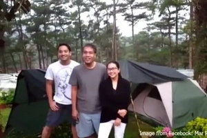 Mar Roxas spends birthday camping in Baguio