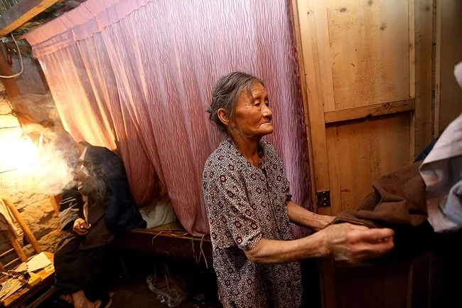 Amazing! See the couple who lived in a cave for 54 years (photos)