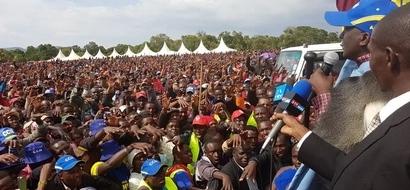 Mwanamke ashindania wadhifa wa ubunge dhidi ya MTOTO wake (picha)