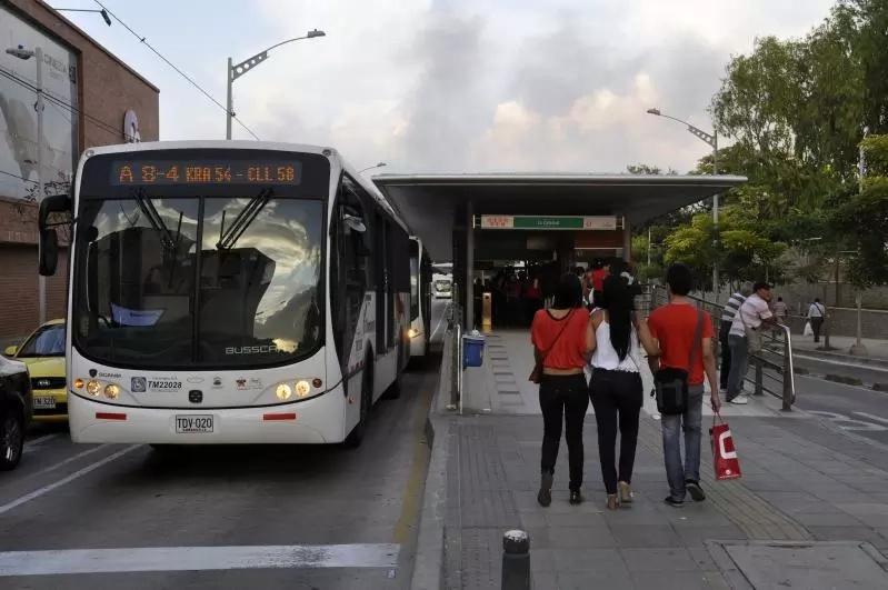 Bus de Transmetro atropelló a un hombre de 66 años