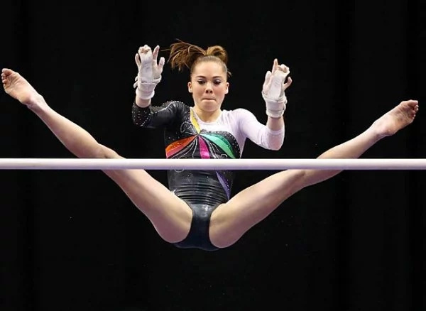 This Olympic gymnast deserves another gold medal forher smoking hot selfies