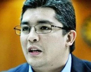 """Comelec draws flak from former Commissioner for printing """"Daang matuwid"""" on ballot"""