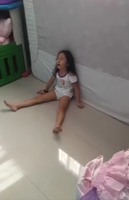 Child throws tantrum, says she wants a 'slender mom'