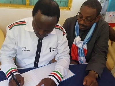 Kalonzo Musyoka reads mischief in Jubilee after realising he shares ID number with a lady