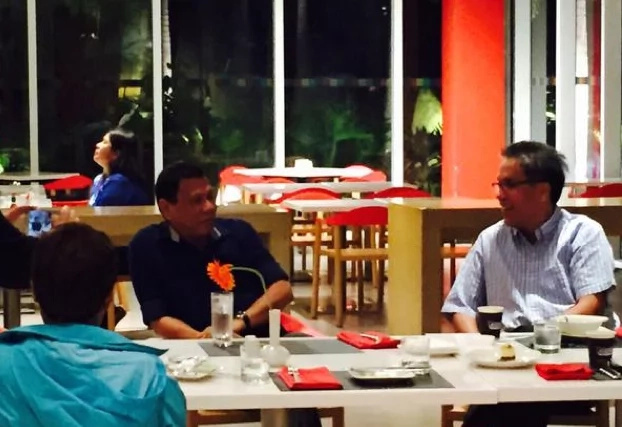 Roxas preaches chivalry to rival Duterte