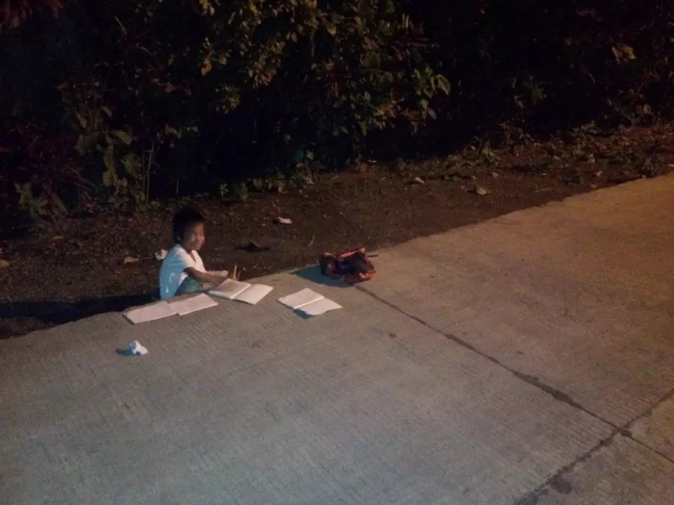 Child who studies under a street light went viral