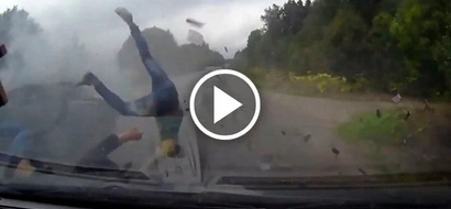 Shocking video of three passengers flung from the car and miraculously survived