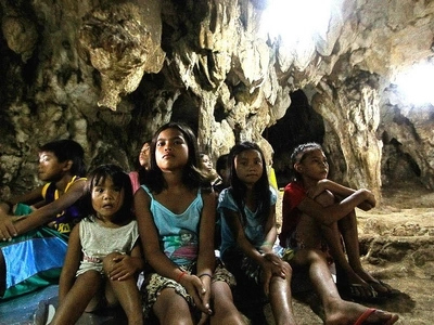Santuwaryo sa unos! Typhoon Yolanda survivors revisit cave that saved their lives