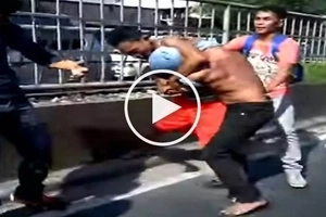 Road rage sa Pasig City! Jeepney driver and cyclist brutally attack each other near Tiendesitas