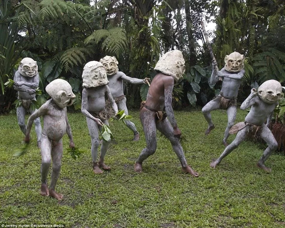 "The Asaro ""Mud Men"" of Papua New Guinea"