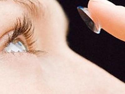 Esta historia te explica porqué puedes perder un OJO por culpa de los lentes de contacto