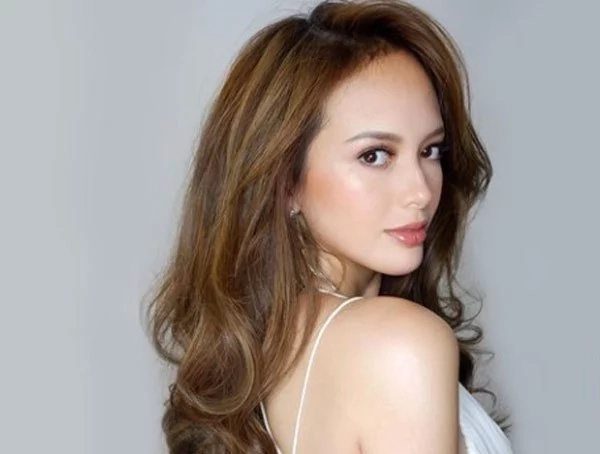 Journo reveals reason behind Ellen Adarna's 'pap' stunt against minor