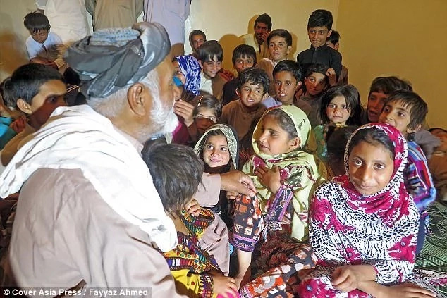 Man, 70, claims to have fathered 54 children with six wives (photos, video)