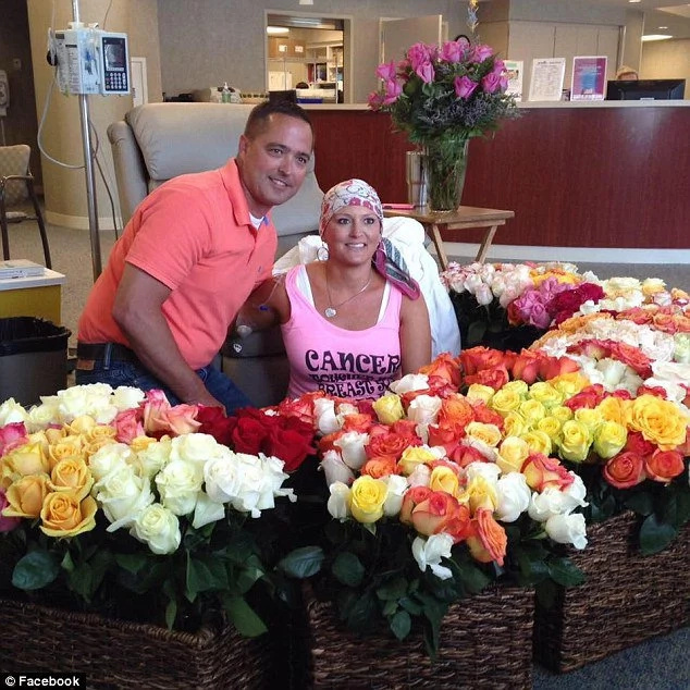 Watch: A husband surprised his wife with 500 roses for her last chemo session!
