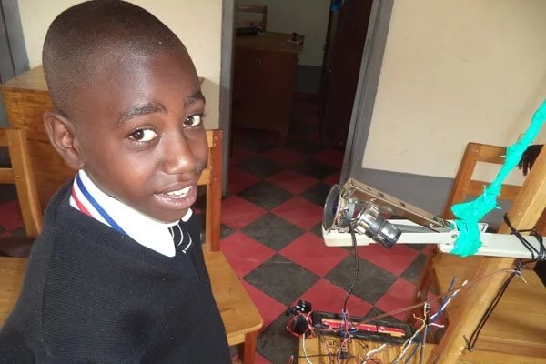 Boy, 12, assembles radio transmitter to help students in rural areas receive lessons