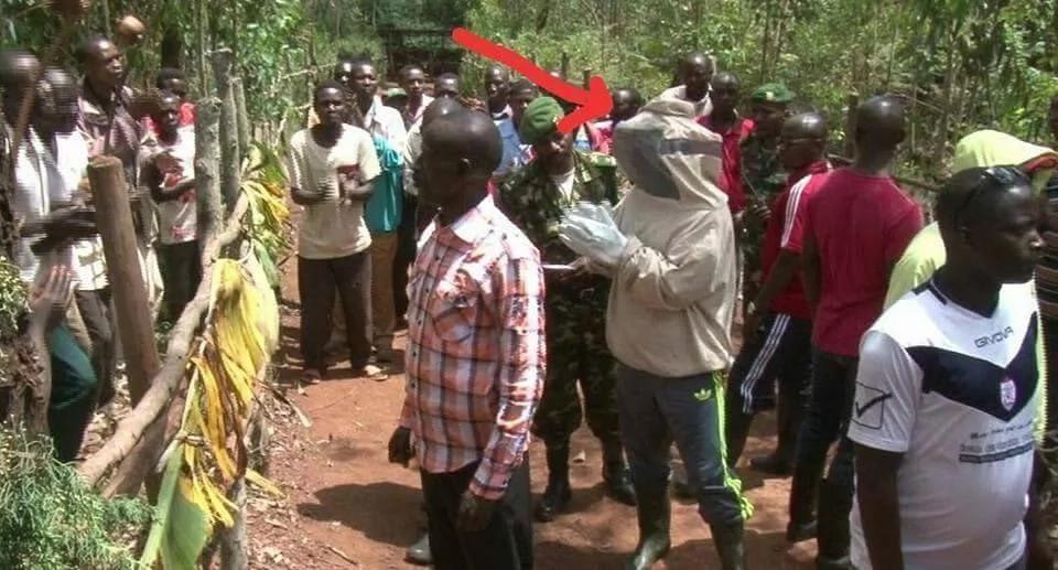 Burundian President Nkurunziza kneels to pray for his potatoes after launching a beehive