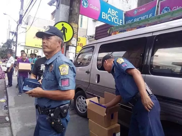 PHOTOS: Policemen distributes bible in the metro