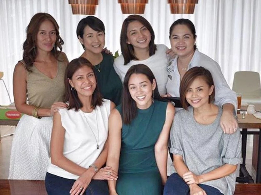 These 12 epic photos show that there is no rivalry between these Kapamilya and Kapuso stars