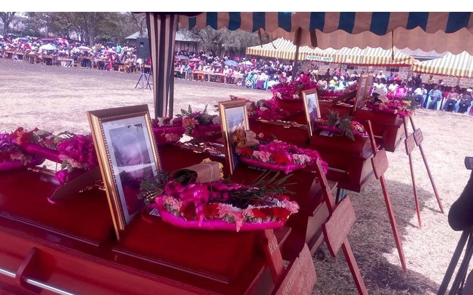 Tears and grief as 5 kids killed in terrible road accident are buried (photos)