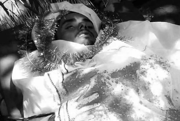 Hombre muerto revive durante su funeral